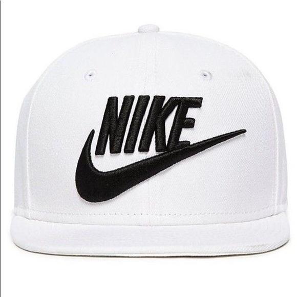 Nike men s futura true 2 SnapBack hat. M 5b67379a0cb5aa58ed5ce9b5 21d1b83b976
